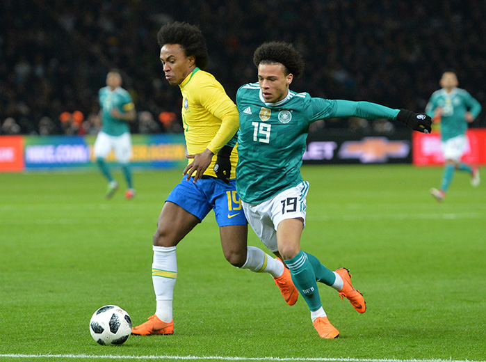 Sane vs Willian - © Jan Kuppert / dpa Picture Alliance / picturedesk.com
